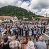 2017_07_02_1_petrecere-cu-muzica-dans-bucate-traditionale-si-politicieni-la-festivalul-bujorul-de-munte_27437